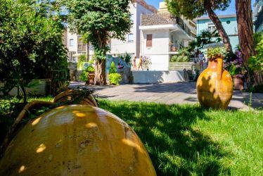 hotel-bristol-4-stelle-bellaria-con-giardino