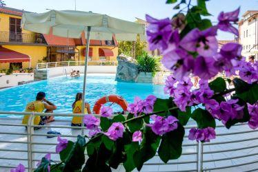 hotel-bristol-4-stelle-bellaria-piscina-con-salvataggio