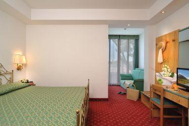 hotel-bristol-bellaria-camera-letto-matrimoniale