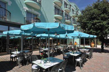 hotel-bristol-bellaria-colazione-in-giardino