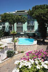 hotel-bristol-bellaria-piscina-fuori