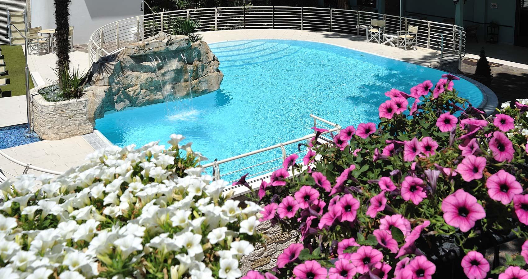 Hotel bristol bellaria hotel 4 stelle bellaria fronte mare con piscina - Hotel bellaria con piscina ...