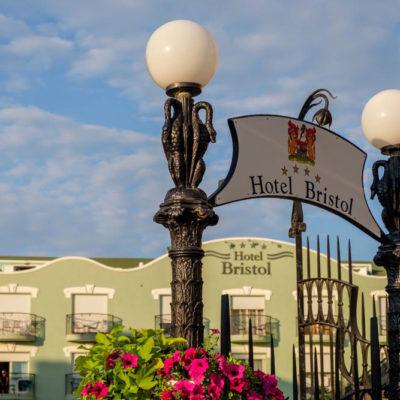 hotel-bristol-4-stelle-bellaria-insegna-fuori