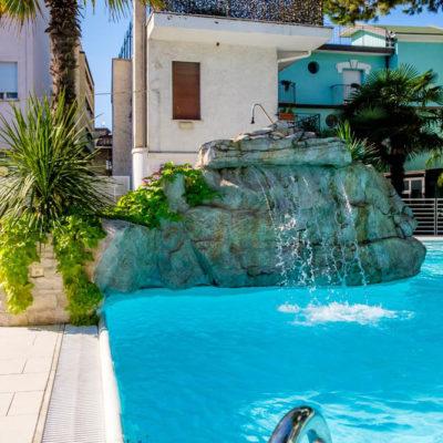 hotel-bristol-4-stelle-bellaria-piscina