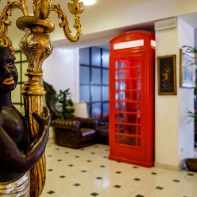 hotel-bristol-4-stelle-cabina-telefonica-vintage