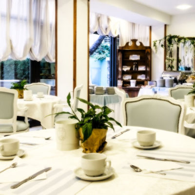 hotel-bristol-bellaria-4-stelle-tavoli-sala-pranzo